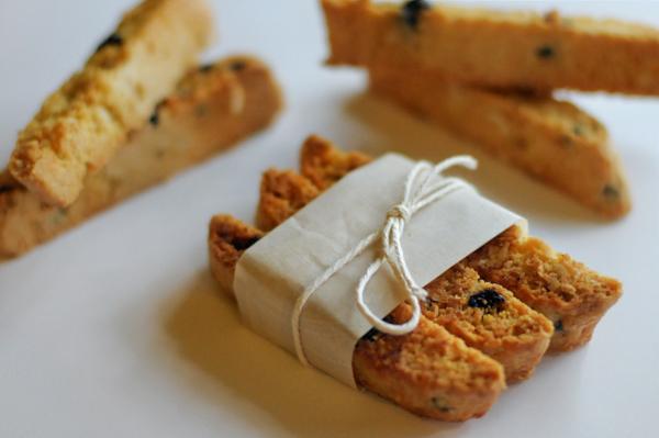 blueberry-almond-biscotti