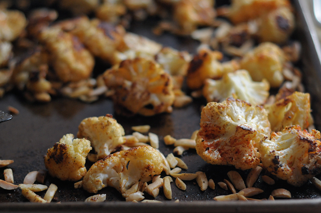 Paprika Roasted Cauliflower & Almonds || HeathersDish.com