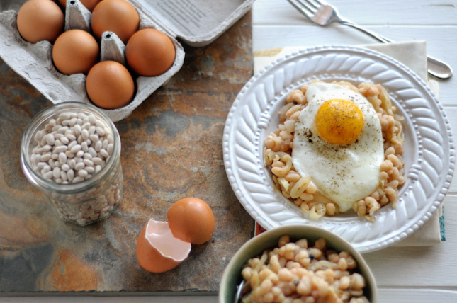 Rustic White Beans & Eggs || HeathersDish.com