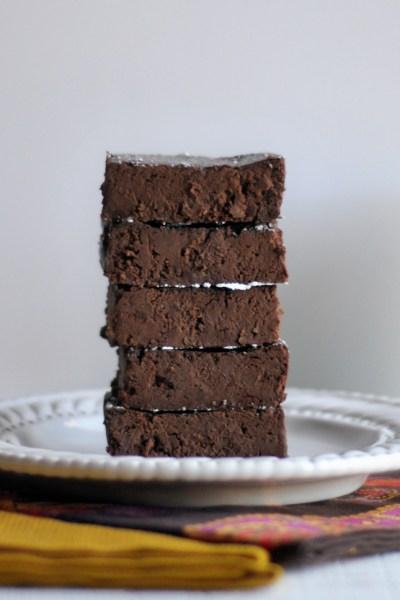 Fudgy Flourless Brownies || HeathersDish.com #glutenfree #brownies #showmethechocolate