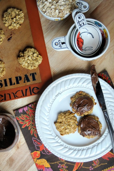 Almond Oatmeal Cookies || HeathersDish.com #glutenfree #healthy