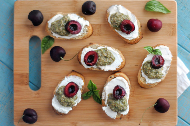 crostini with fresh basil pesto, cream cheese and stone fruit