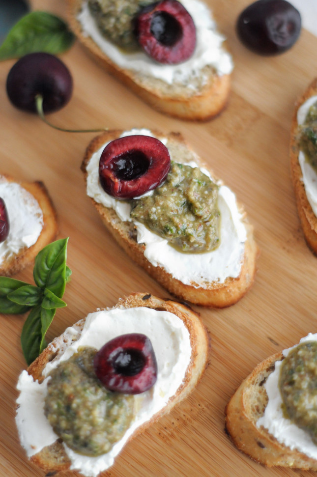 crostini with fresh basil pesto, cream cheese and stone fruit