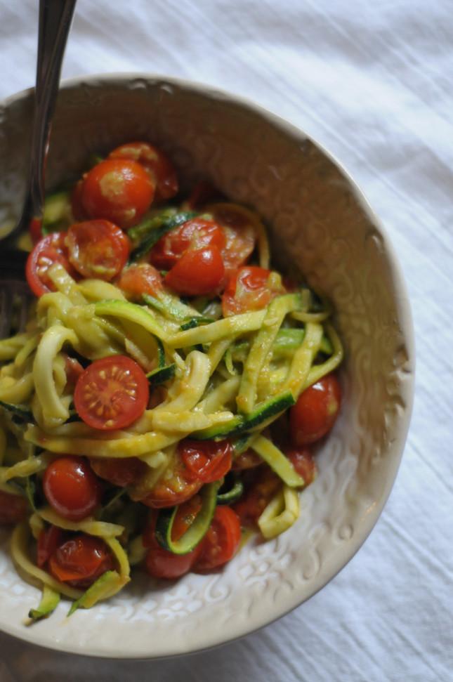 5 ingredient zucchini noodle bowls