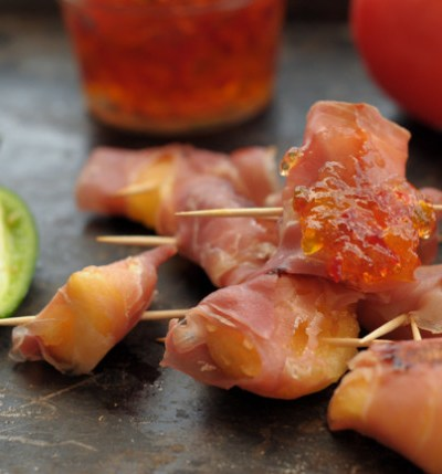 prosciutto wrapped cantaloupe bites with hot pepper jelly @heathersdish