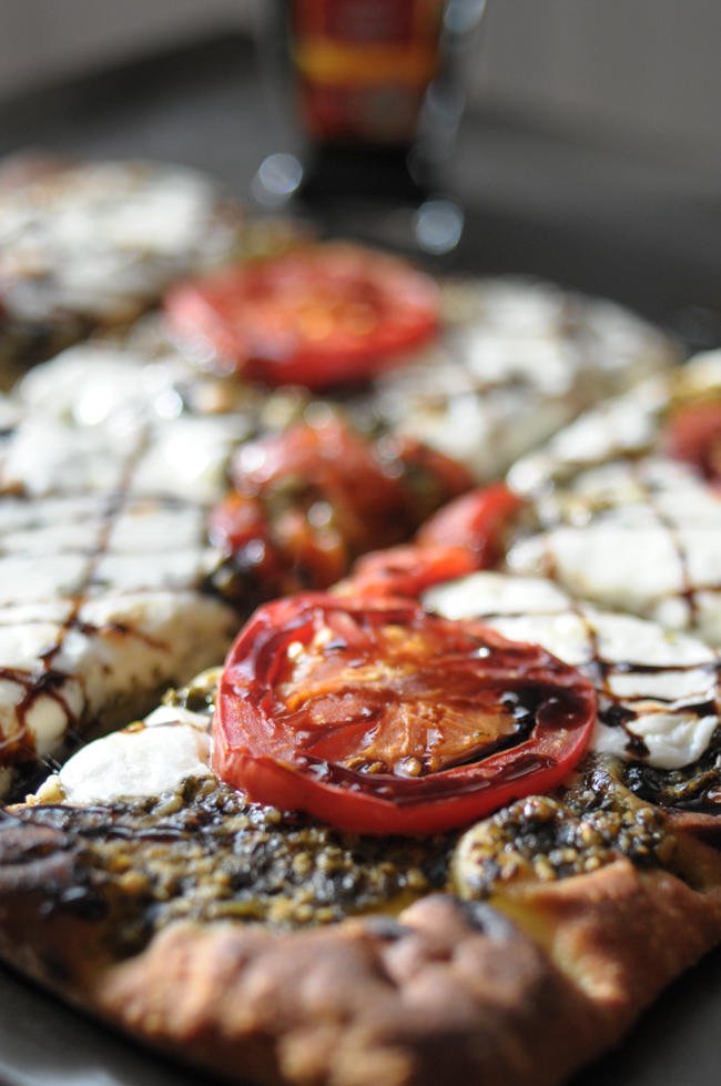 Caprese Flatbread with Balsamic Vinegar Reduction comes together in a snap and is perfect for any holiday entertaining! @denigris1889 @heathersdish #ItalianVinegar