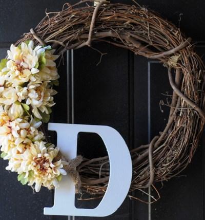 Simple DIY Springtime Wreath @heathersdish #DIY #cheapdiy