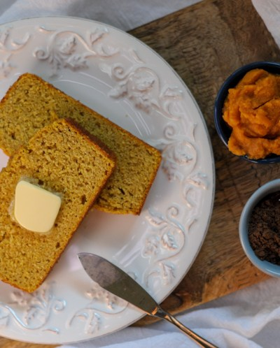 Gluten-Free Sweet Pumpkin Spice Cornbread is a fabulous throw-together dish that's perfect for Fall and pumpkin season. Celebrate with this on every table! @heathersdish