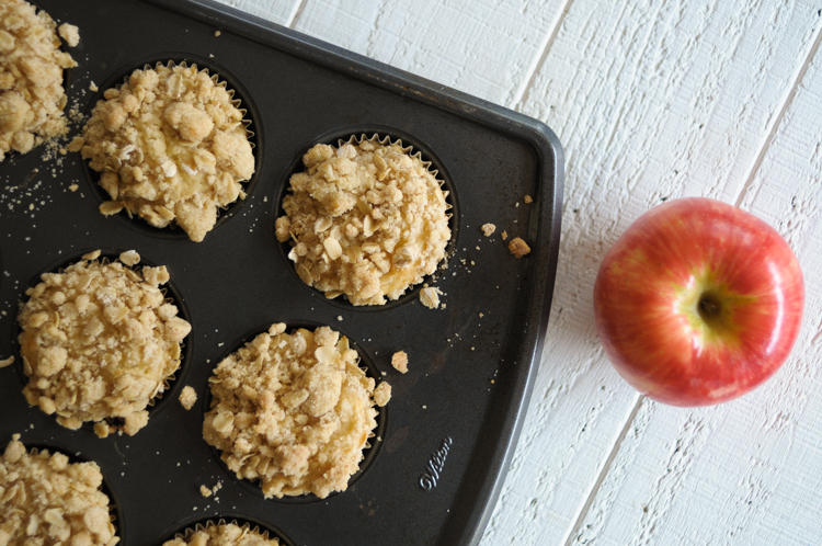 Spiced Oatmeal Apple Blender Muffins are jam-packed with fresh apples, pumpkin pie spice, oats, and more. The perfect breakfast or after school treat! #sponsored #produceforkids @produceforkids @heathersdish