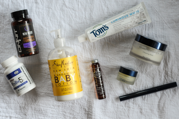Must-Have Travel Items for the Low-Maintenance Mom gives the essentials for making travel easier on everyone! @heathersdish