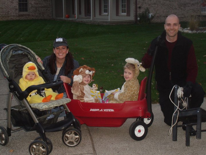 Happy Halloween! Family Halloween Costumes!