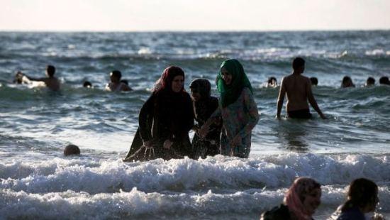 Muslim women beach