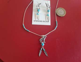Wolf necklace & earrings with feathers 4