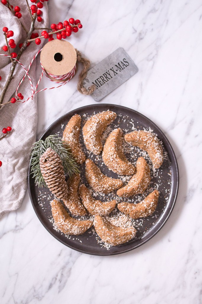Healthy Vanilla Crescent Cookies - vegan, plant based, gluten free, refined sugar free - heavenlynnhealthy.com