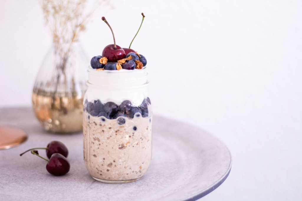 Blueberry Bircher Muesli Parfait with Coconut Yoghurt - vegan, plant based, vegetarian, gluten free - heavenlynnhealthy.com