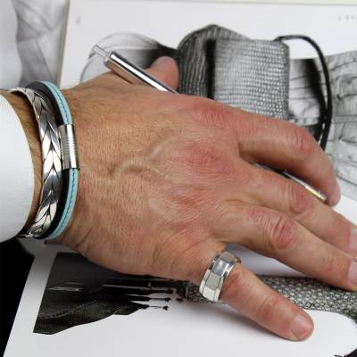 bracelet pour homme toucan porté