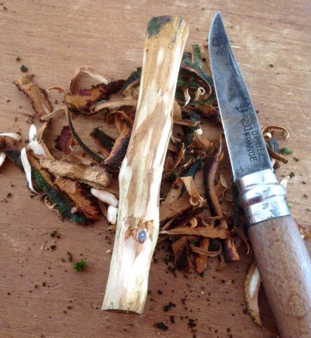Jason-Robards-Hedgerow-Crafts-Handmade-Greenwood-blackthorn-pipe-tamper