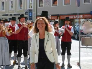 Veronique Vial wurde von der Stadtmusikkapelle Leibnitz begrüsst (Foto Hedi Grager)