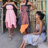 3 sister wearing Eva Poleschinski TO GO - Dieses Foto wurde von Nadine Wohlmuth in Afrika aufgenommen