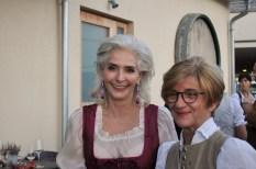Sektverkostung Renate Polz: Nora Trierenberg und Margret Polz (Foto Reinhard Sudy)