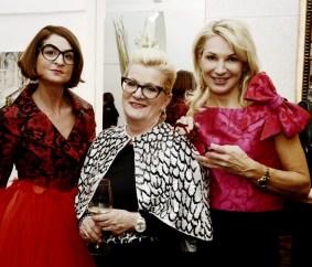 Elisabeth Böck, Ulli Glettler und Ingrid Hörmann in Roben von Eva Poleschinski (Foto Eva Maria Guggenberger)