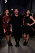 Designer Marcel Ostertag mit Models backstage (Photo by Brian Ach/Getty Images)