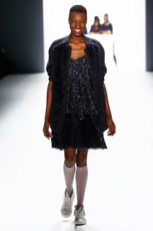 Anne Gorke auf der Mercedes-Benz Fashion Week Berlin (Photo by Frazer Harrison/Getty Images)