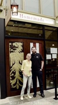 Hedi Grager zu Besuch bei Bernhard Mairinger in seinem BierBeisl Imbiss in Downtown Los Angeles (Foto Eva Maria Guggenberger)
