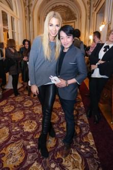 French Fashion Week 2017 - DaC-Organisatorin Yvonne Rueff mit Designer La Hong (Foto Moni Fellner)