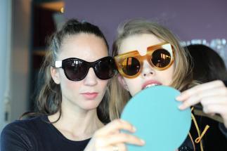 ANDY WOLF Eyewear - Schauspielerin Maddalena Hirschal und Model Nini Hauswirth (Foto Sigrid Mayer)