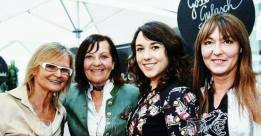 Hedi Grager, Sylvia Baumhackl (re) mit ihrer Mama (2.v.li) und Sandra Suppan beim Maibockanstich und der Präsentation des Schlossberg-Magazins (Foto Werner Krug)