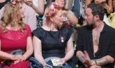 First Row bei Lena Hoschek: Enie van de Meiklokjes und Designer Marcel Ostertag (Foto Hedi Grager)