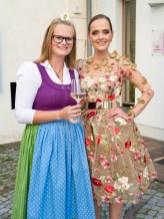 Weinprinzessin Lisa 1. mit Designerin Eva Poleschinski (Foto Rene Strasser)