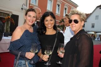 Katharina Schlager (Andy Wolf), Notarin Marcella Handl und Ulla Wannemacher (Ringana) (Foto Tourismusverband Hartbergerland)