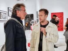 Bernd Sieber, Cameracut OG, auf der Art Basel im Gespräch mit dem Künstler Alessandro Painsi)
