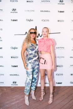Marina Hoermanseder Show während der Berlin Fashion Week - Natascha und Cheyenne Ochsenknecht (Foto Paul Aden Perry)
