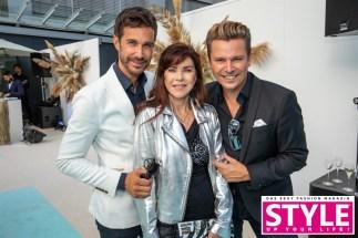 12. Brandboxx Fashion Night in Kooperation mit STYLE UP YOUR LIFE! - Die Herausgeber Michael Lameraner und Adi Weiss mit Schauspielerin Anja Kruse (Foto Moni Fellner)