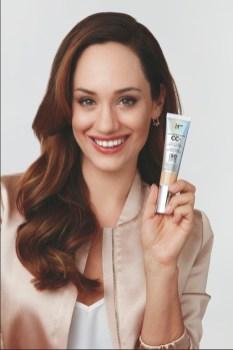 Sasa Schwarzjirg ist aktuell das Werbegesicht von IT Cosmetics. (Foto IT Cosmetics)