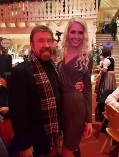 Beatrice Körmer traf auf Gut Aiderbichl den großartigen Schauspieler Chuck Norris. (Foto privat)