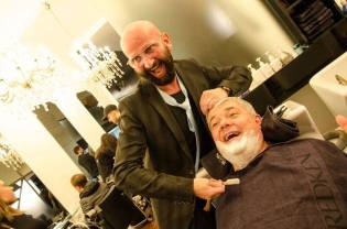 """Loose Tie"" Aktion Shave Off by Dieter Ferschinger. (Foto Notion Event/Anita Trattner)"