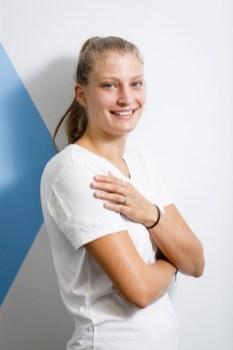 Alexandra Rupp arbeitet als Assistentin der Produktionsleitung bei Neuroth. (Foto Thomas Luef)