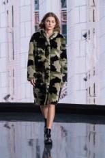 """""""How Wonderful"""" – der Marc Cain Fashion Film präsentiert die Highlights der Herbst/Winter 2021 Kollektionen. (Foto Marc Cain)"""