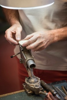 ANDY WOLF Eyewear - Produktion in Jura. (Foto Alexander Gebetsroither)