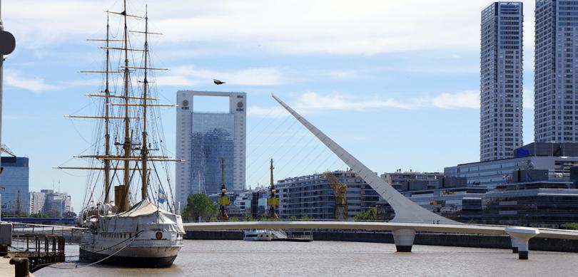 Argentine - Buenos Aires / Fregate Sarmiento et Pont De La Femme