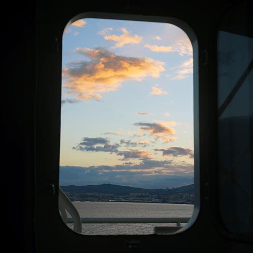 Voyage Cargo / Par le hublot