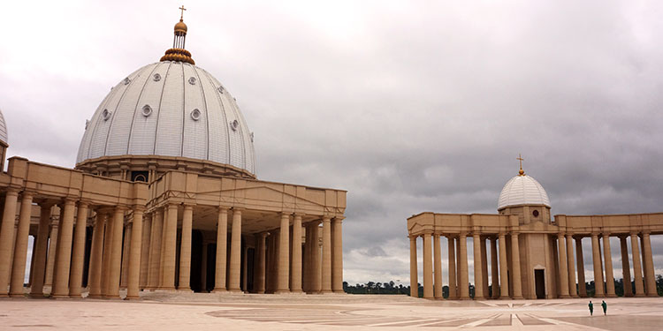 Côte d'Ivoire - Yamoussoukro - Basilique Notre Dame de la Paix - Esplanade