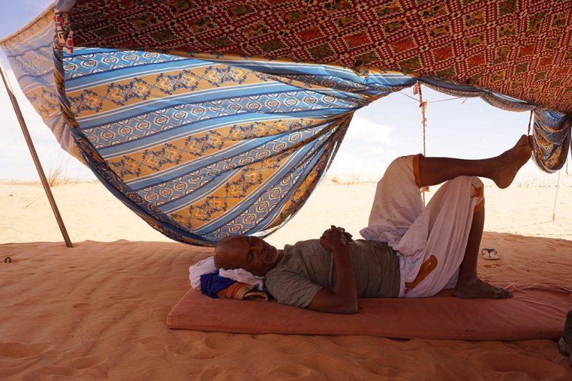 Adrar - Sieste à l'ombre de la khaima