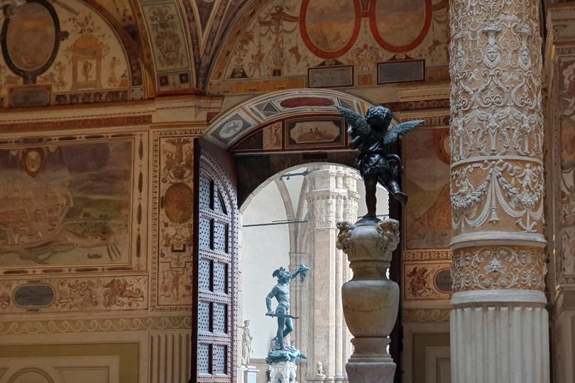 Florence : Piazza della Signoria vue de l'intérieur du Palazzo Vecchio