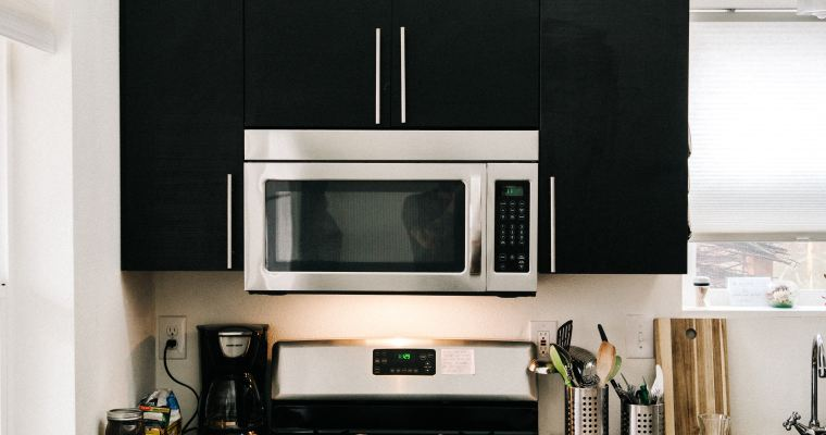 Wednesday Wisdom: 8 Things You Shouldn't Microwave