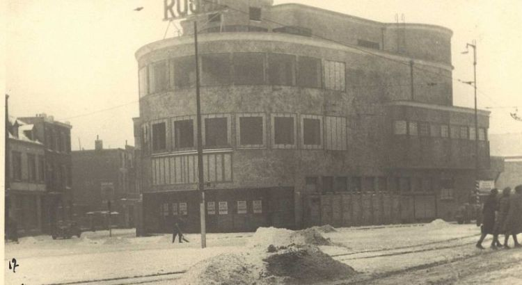 Bron: Rijckheyt.nl | Stationsplein (1942). Royal theater.